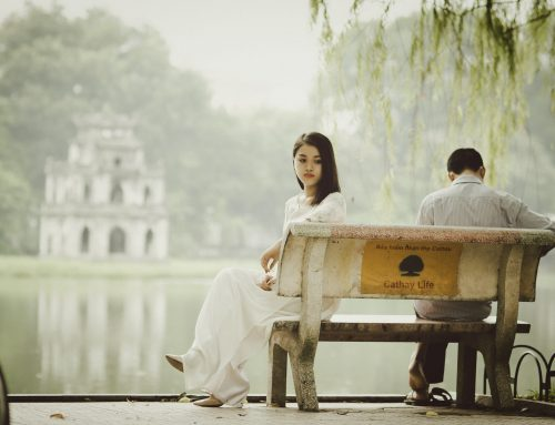 4 Signs You're Dating Emotionally Unavailable Women